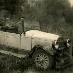 Mikä auto tämä Marjatta Maneron albumista löytynyt kuva mahtaa olla?